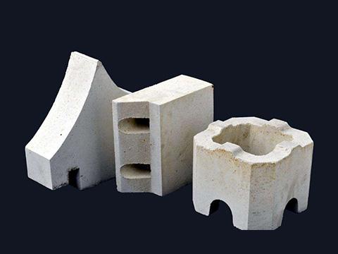 Irregularly shaped sillimanite bricks